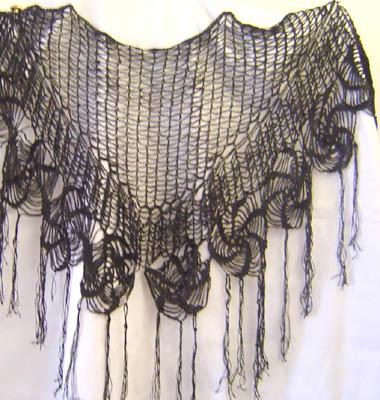 Chal tejido al crochet en hilo de seda.